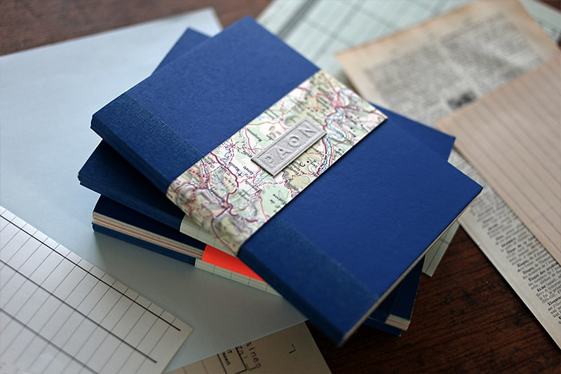 Carnet original papiers recyclés et réemployés, design éco responsable et upcycling, atelier et artisanat made in france.